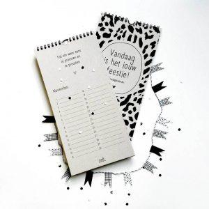 zoedt-verjaardagskalender-met-quotes-grijsboard