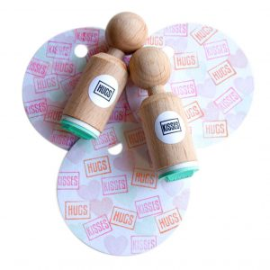 miss-honeybird-hugs-kisses-mini-stempel